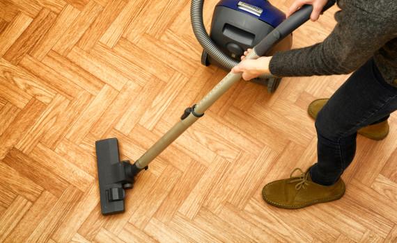 Pulizia pavimenti parquet sagi pulizie case e uffici milano for Pulizia parquet